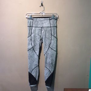 lululemon athletica Pants - Lululemon Capri pants